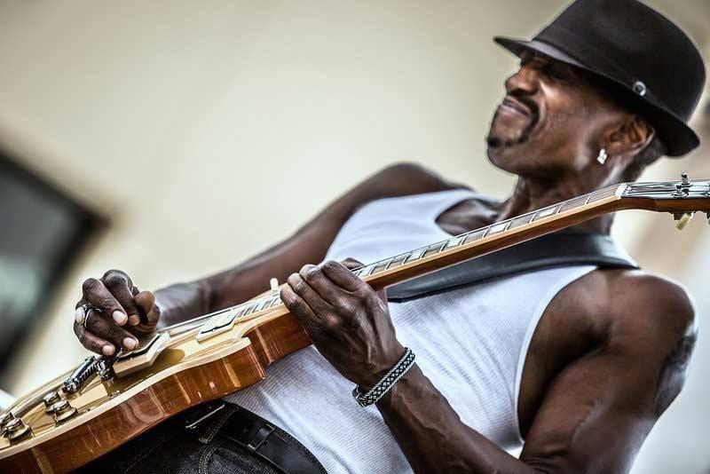 dennis jones playing guitar